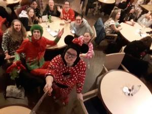 Heerlijk dineren in onsie en even op de foto met de mascotte van Centerparks natuurlijk!